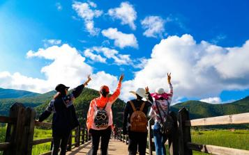 星瑞国际健康产业集团组织部分老员工赴泸沽湖等景区旅游