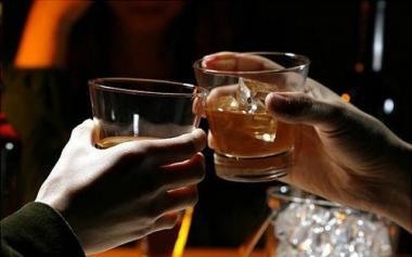适度饮酒预防中风?最新研究发现喝酒少中风风险仍增高!