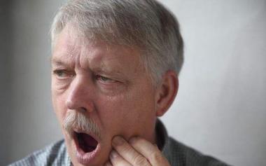 老人常年口腔溃疡没放在心上,竟恶化为口腔癌